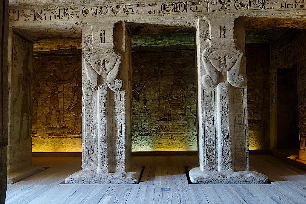 Im Hathor-Tempel