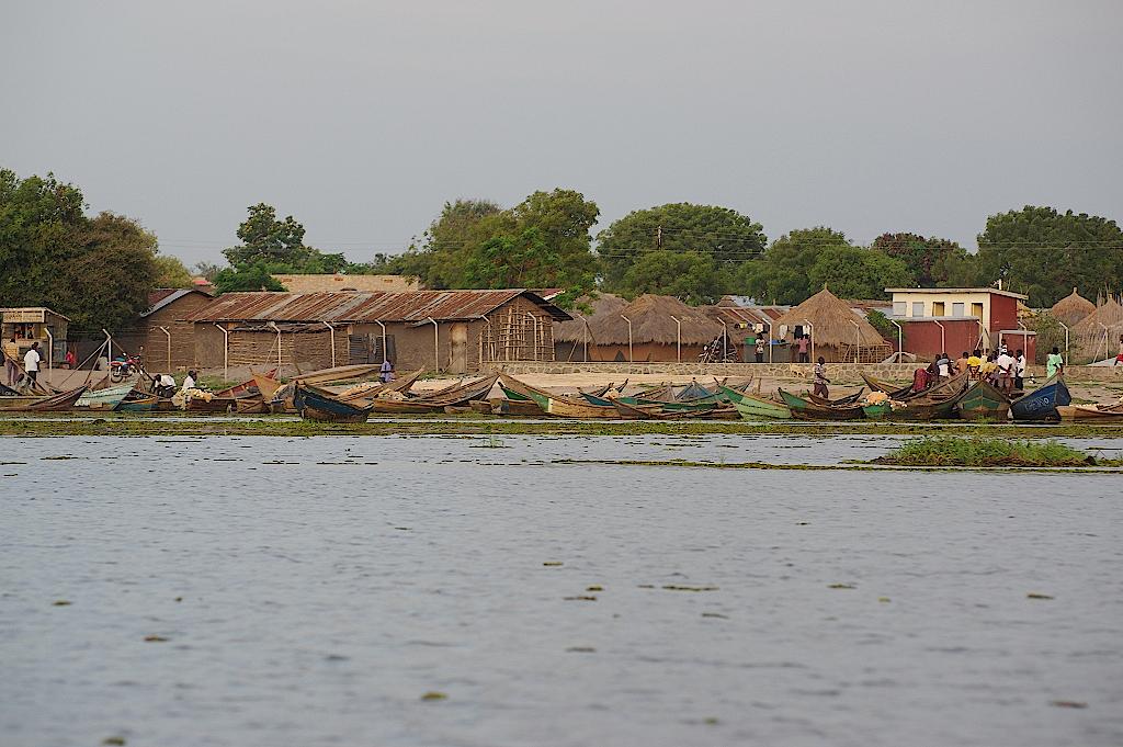 Fischerdorf-am-Albertsee-Uganda