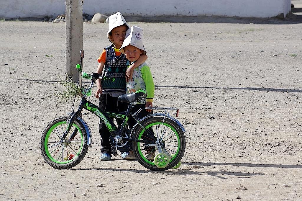 Kinder mit den typischen Hüten