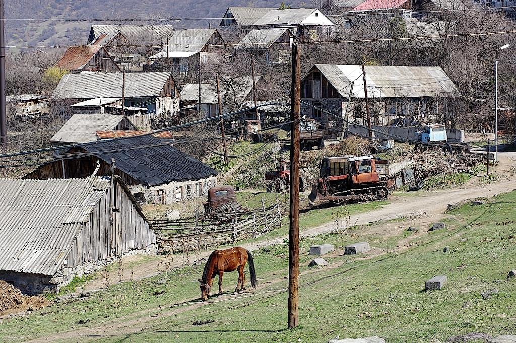 Armenien-Dorf-Akner