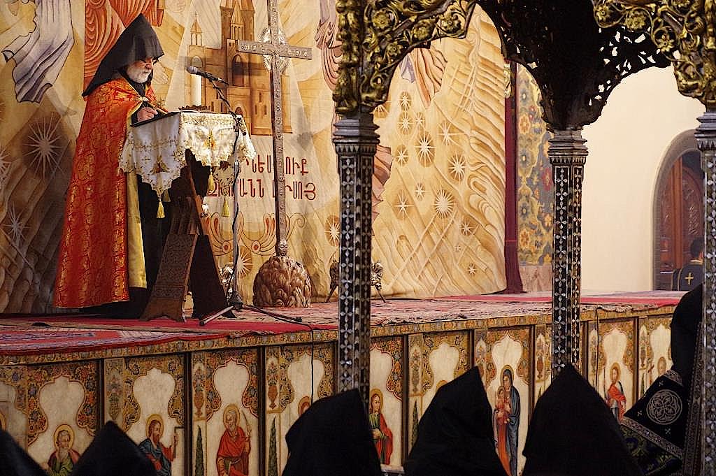 Karekin II. bei der Predigt