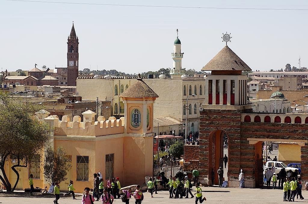 Türme von Kathedrale, Äthiopisch-Orthodoxer Kirche und ein Minarett