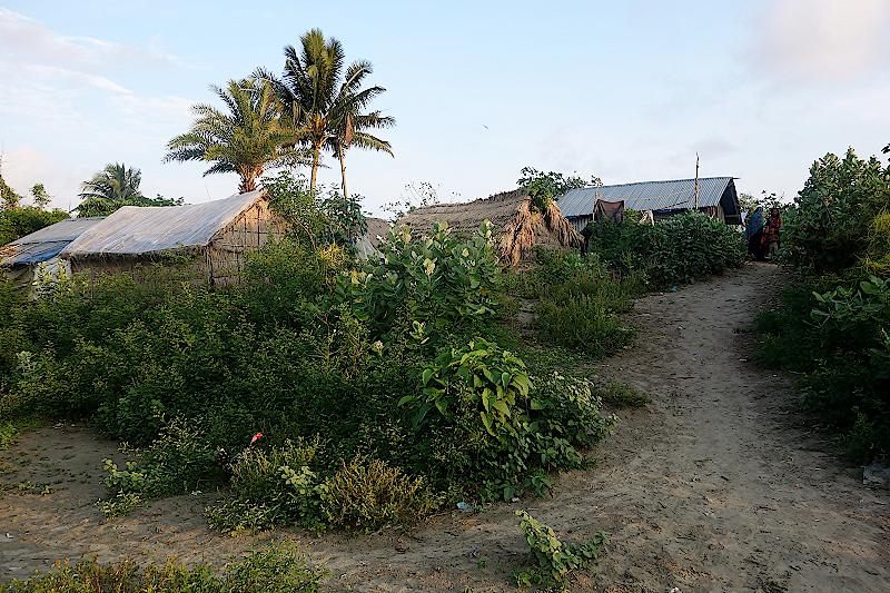 Fischerhuetten-in-Kuakata-Bangladeschreise