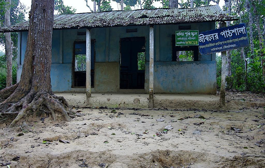 Schule-in-einem-Minderheitendorf-in-Bangladesch