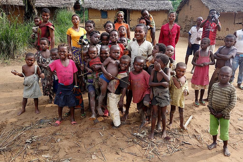Jeder Dorfbewohner möchte aufs Bild