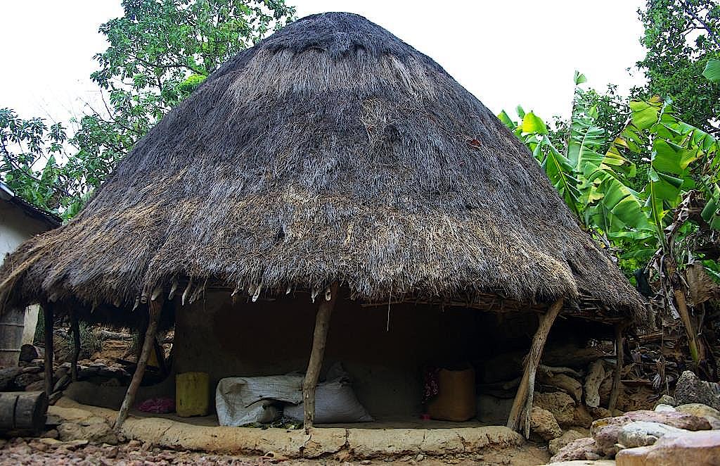 Huette-in-einem-Dorf-der-Peulh-in-Guinea