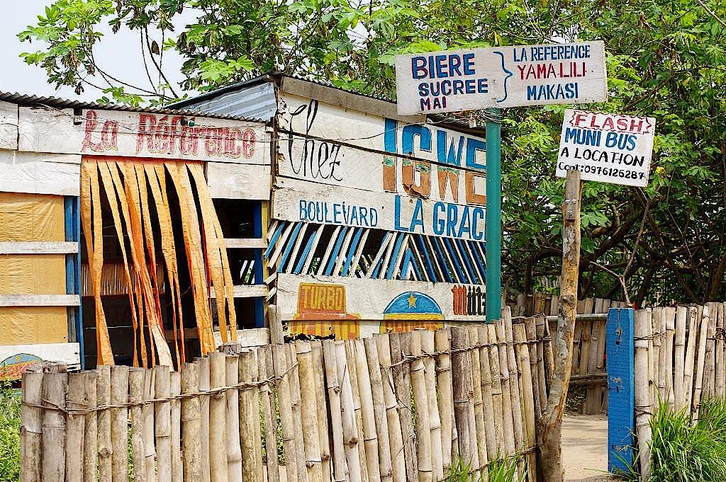 Dorfkneipe-Yangambi-DR-Kongo