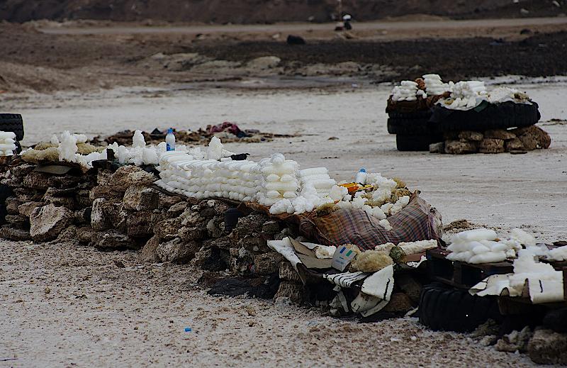 Salzverkauf am Ufer des Sees