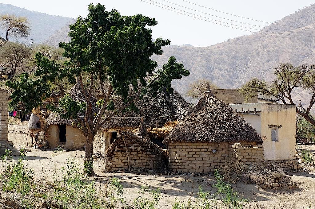 Dorf mit Rundhütten