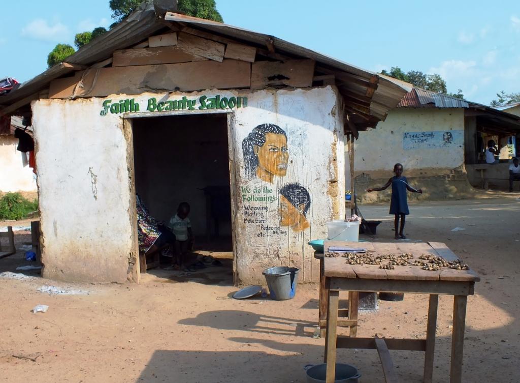 Friseur-in-Gbarnga-in-Liberia