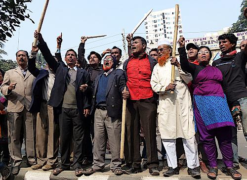 Protestierende vor dem Presseclub