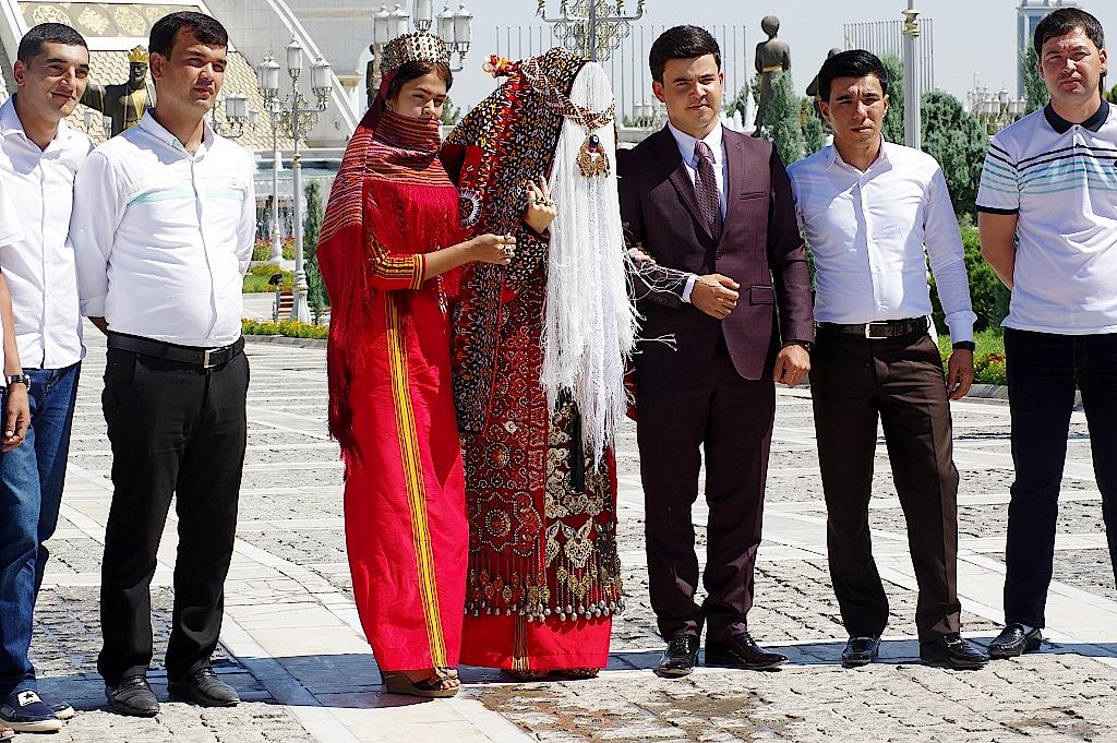 Hochzeitsgesllschaft-Turkmenistan