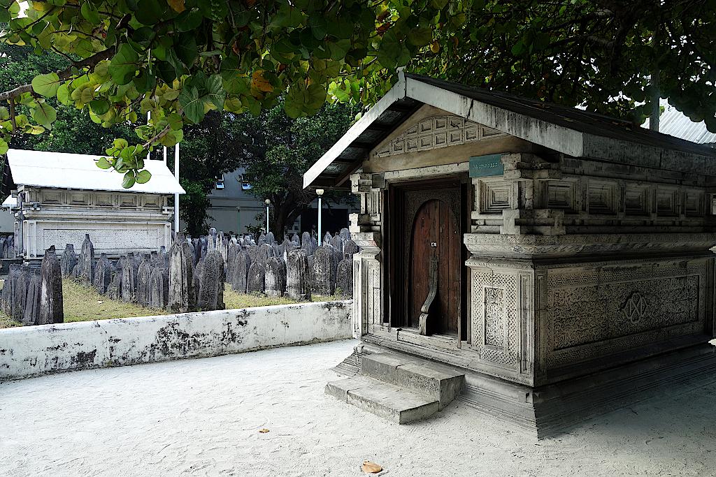 Grab-auf-dem-Friedhof-der-Alten-Freitagsmoschee-Malediven