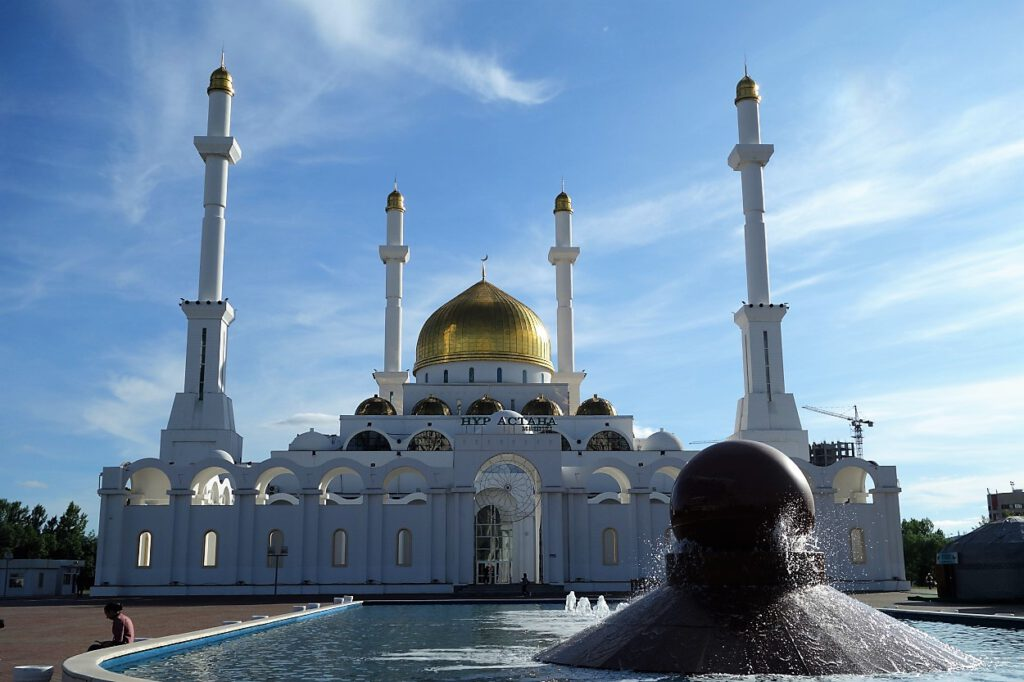 Moschee-in-Nur-Sultan-Kasachstan