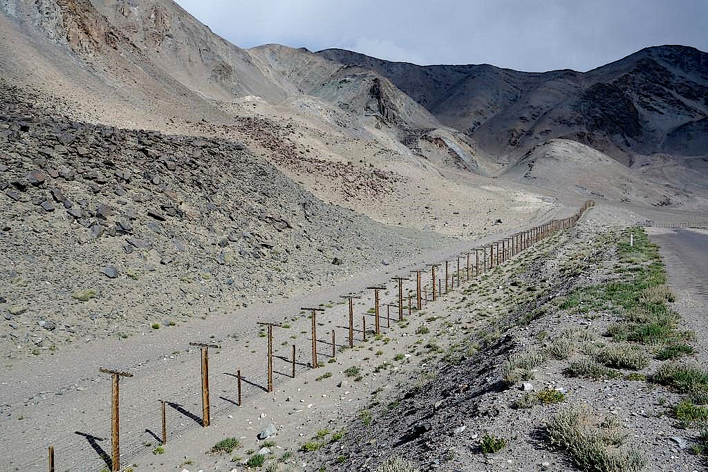 Pamir-Highway-Grenzzaun