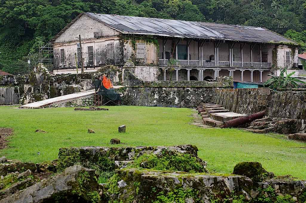 Ruine am ehemaligen Verladehafen