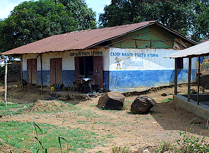Dorfladen-in-Sierra-Leone