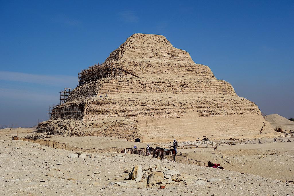 Stufenpyramide-des-Pharao-Djoser