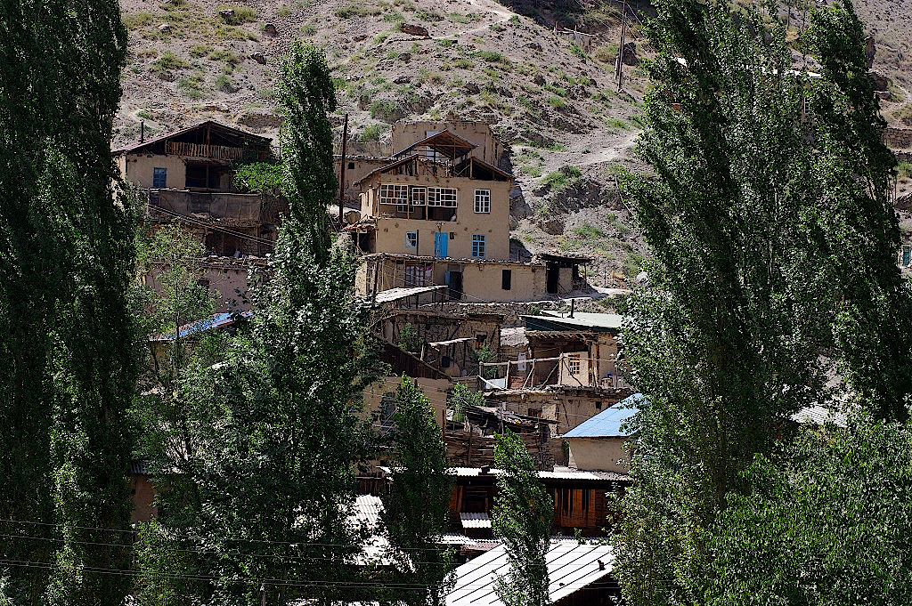 Dorf im Fan-Gebirge