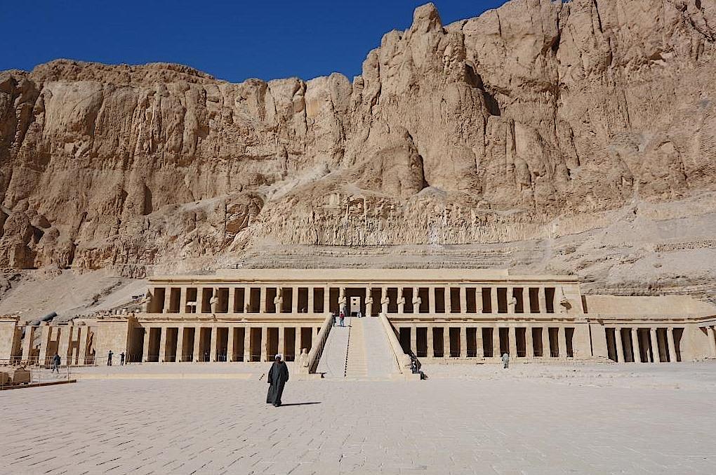 Totentempel-der-Hatschepsut-in-Luxor