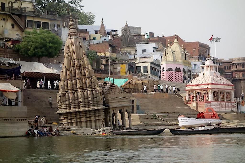 Varanasi-Schiefer-Turm-von-Shiva