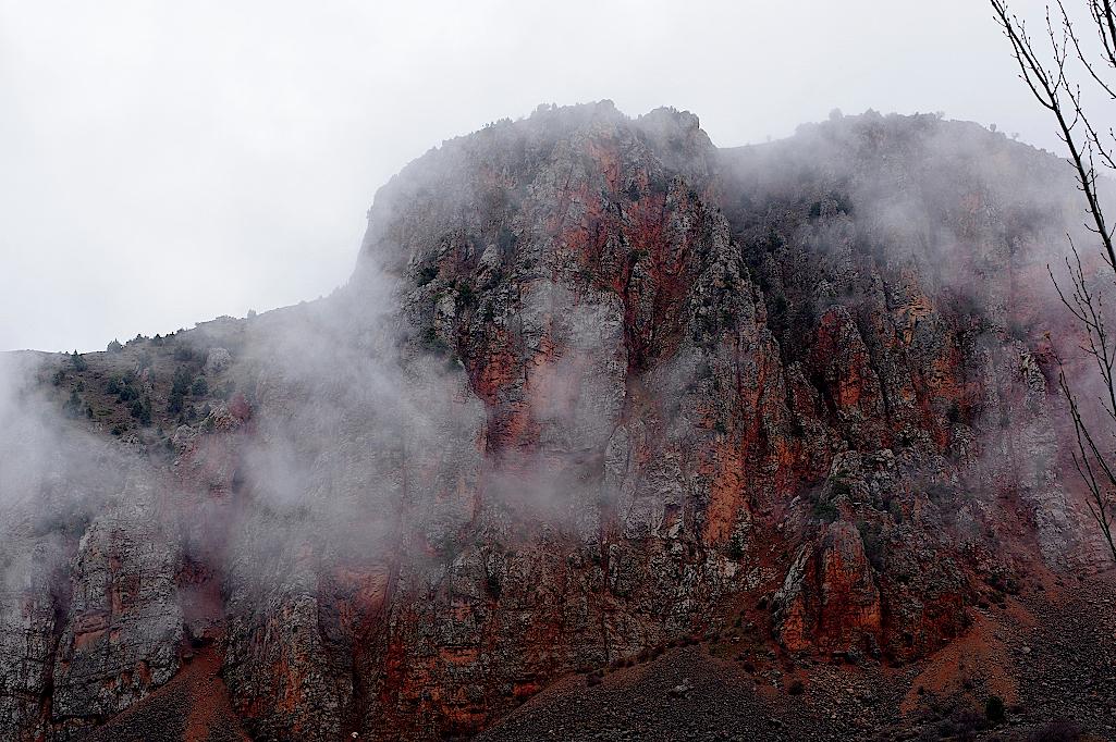 Yeghegnadzor-Rote-Berge-Armenien