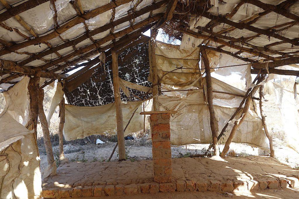 Altar-in-einer-Kirche-in-Katanga