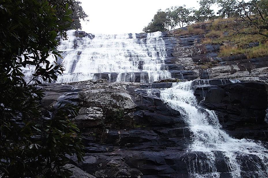 Lutshipuka-Wasserfall-in-Katanga