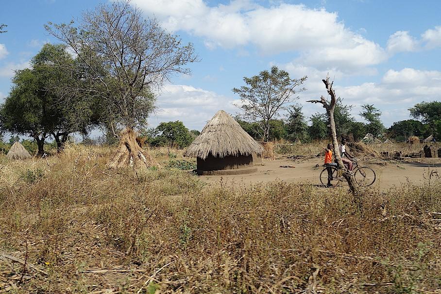 Dörfer mit strohgedeckten Rundhütten